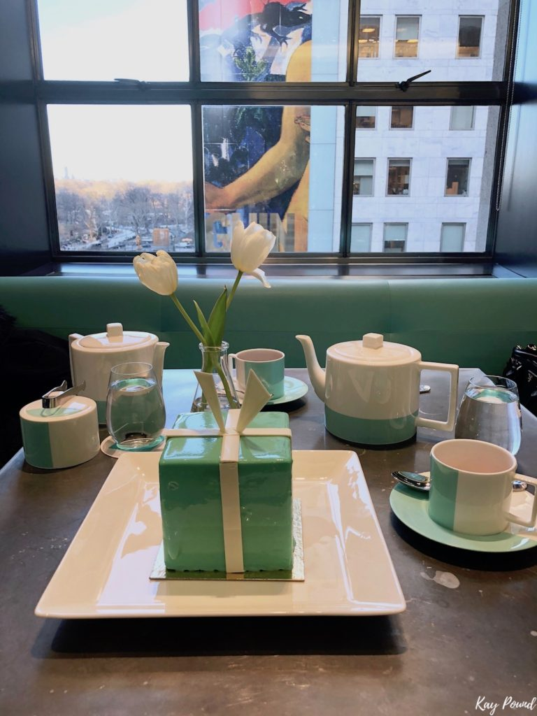 a glimpse of breakfast at tiffany 39 s blue box cafe in new. Black Bedroom Furniture Sets. Home Design Ideas